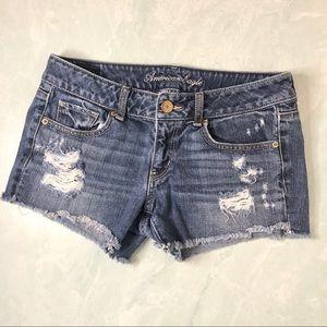 American Eagle distressed denim jean shorts size 6
